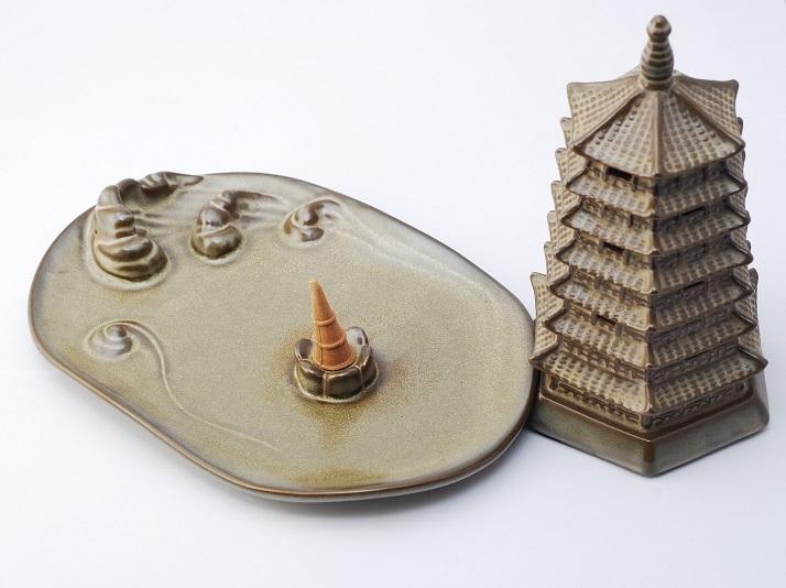 Xông trầm hình tháp bằng sứ