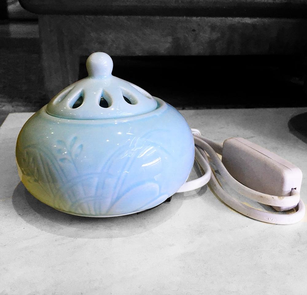 Xông trầm tinh dầu màu xanh ngọc